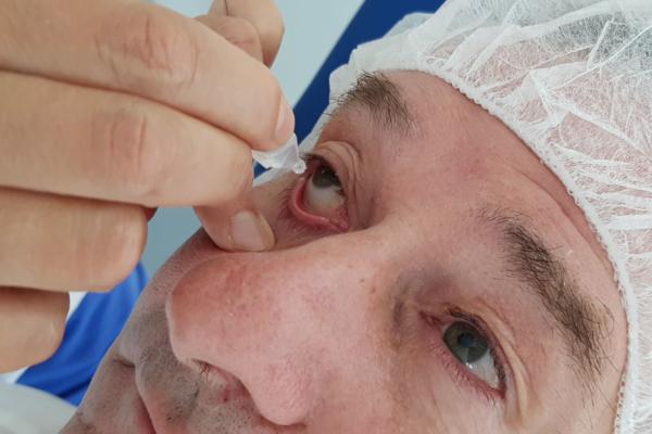 Nachbehandlung Patient nach OP implantierbare Kontaktlinsen in den MVZ DerArzt Augenzentren